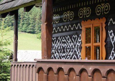Drevenicacicmany.sk | Drevenica Čičmany | Pohľad z dvora