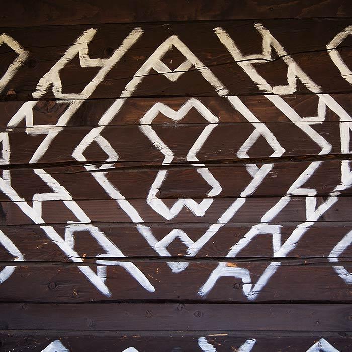 Drevenicacicmany.sk | Drevenica Čičmany | Ornament stena
